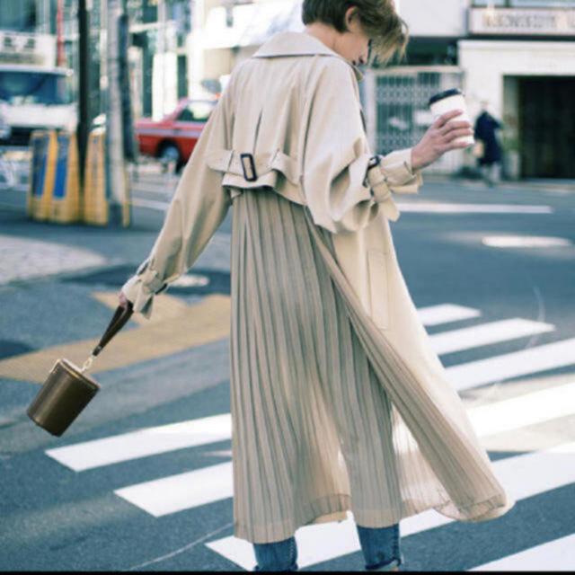 Ameri VINTAGE(アメリヴィンテージ)のAmeri Vintage プリーツトレンチコート レディースのジャケット/アウター(トレンチコート)の商品写真