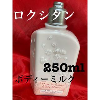 L'OCCITANE - ロクシタン チェリーブロッサム シマーリングボディーミルク 250ml