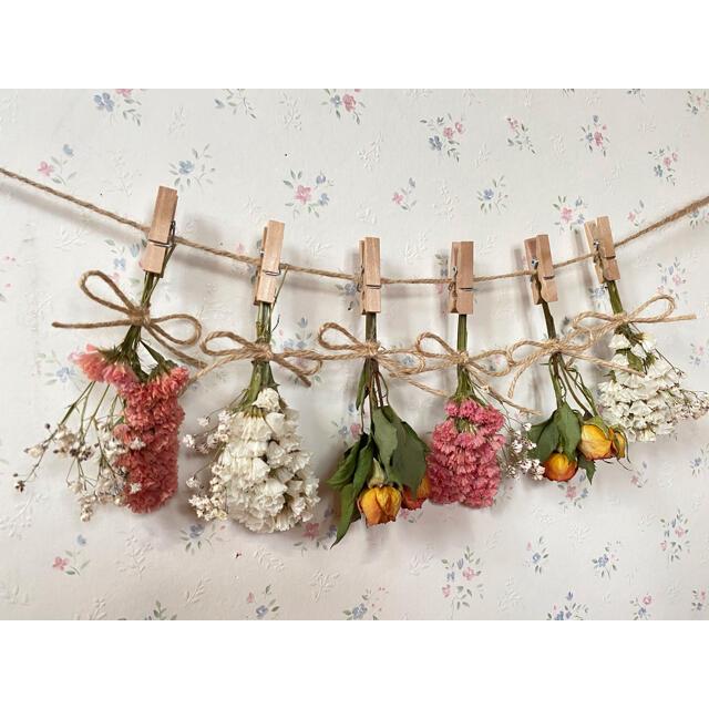 オレンジのバラとかすみ草のシンプルドライフラワーガーランド♡スワッグ♡ミニブーケ ハンドメイドのフラワー/ガーデン(ドライフラワー)の商品写真