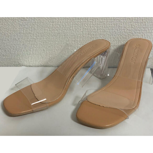 Adam et Rope'(アダムエロぺ)のクリアヒールサンダル ストラップ ベージュ ヌーディーカラー ハイヒール レディースの靴/シューズ(サンダル)の商品写真