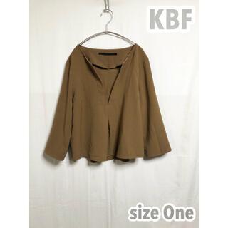 ケービーエフプラス(KBF+)のKBF+ ブラウス トップス ブラウン 体型カバー アーバンリサーチ かわいい(シャツ/ブラウス(長袖/七分))