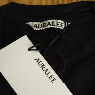 AURALEE シームレスVネックTシャツ