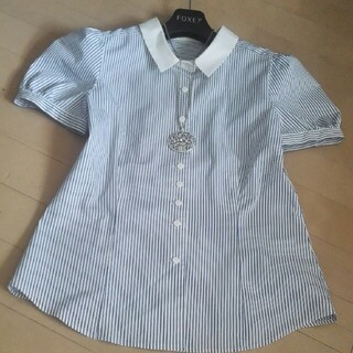 FOXEY - パフ袖に白襟が可愛いブルーストライプ春夏にスカート&パンツに合わせて伸縮性有り♪