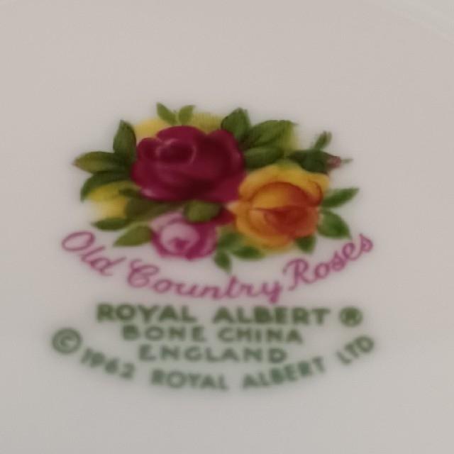 ROYAL ALBERT(ロイヤルアルバート)の カップ&ソーサー インテリア/住まい/日用品のキッチン/食器(グラス/カップ)の商品写真