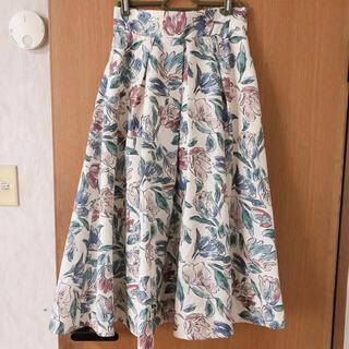 ジルバイジルスチュアート(JILL by JILLSTUART)のアートフラワープリントスカート(ひざ丈スカート)