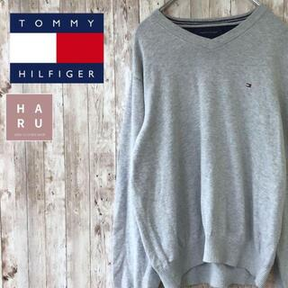 TOMMY HILFIGER - トミーヒルフィガー Vネックニットセーター 薄手 グレー ワンポイントロゴ