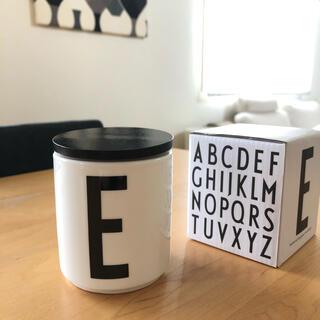 アルネヤコブセン(Arne Jacobsen)のデザインレターズ  陶器 カップ E(グラス/カップ)