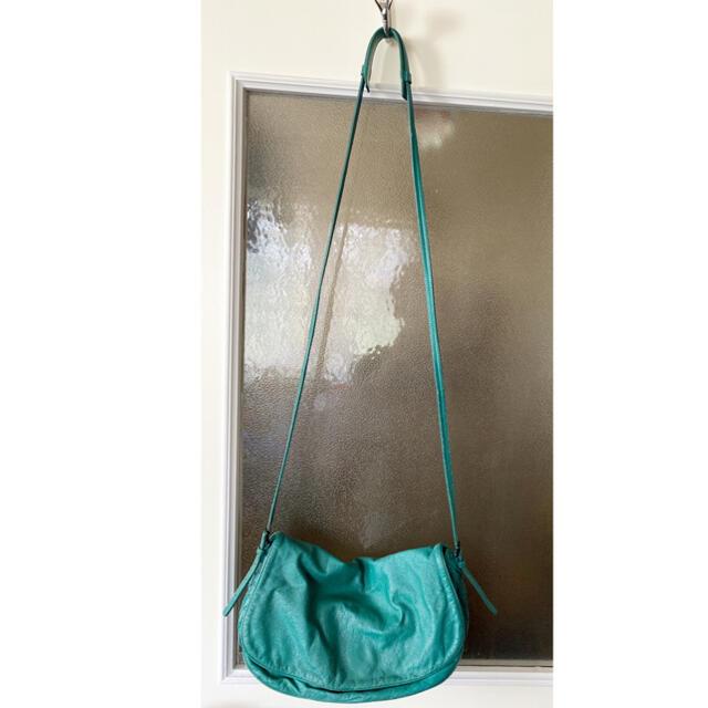 Bottega Veneta(ボッテガヴェネタ)のBOTTEGA VENETA エメラルドグリーン💚bag レディースのバッグ(ショルダーバッグ)の商品写真