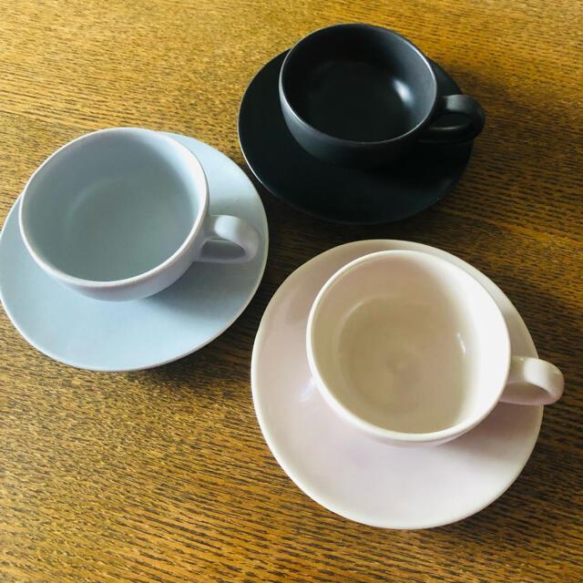 Jenggala(ジェンガラ)のジェンガラカップ&ソーサー3色セット インテリア/住まい/日用品のキッチン/食器(食器)の商品写真