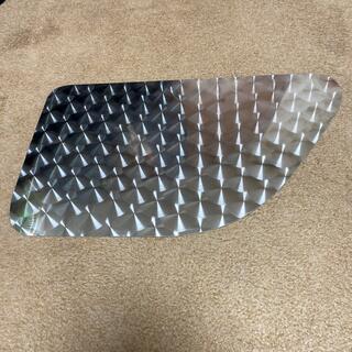 日野17プロフィア ウロコ板ステンレス安全窓(トラック・バス用品)