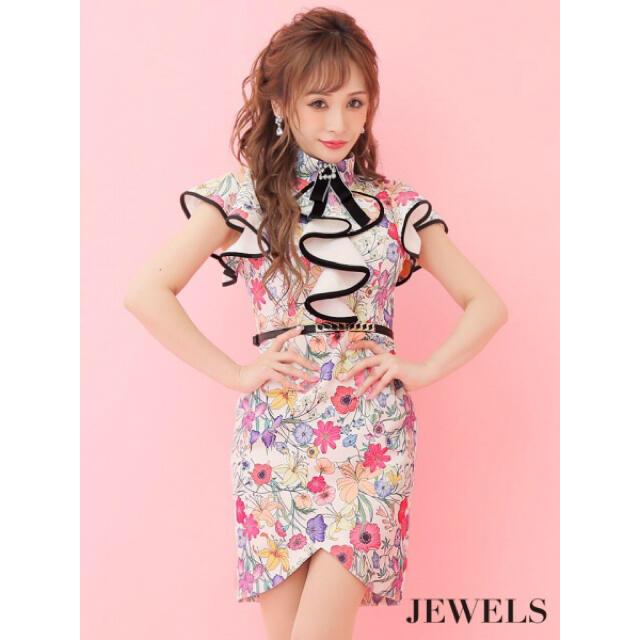 JEWELS(ジュエルズ)のJEWELS♡ビジューブローチ付フラワープリントフリルミニドレス♡キャバドレス レディースのフォーマル/ドレス(ナイトドレス)の商品写真