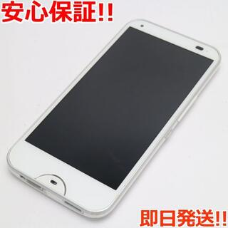 キョウセラ(京セラ)の美品 au KYV40 rafre クリアホワイト (スマートフォン本体)