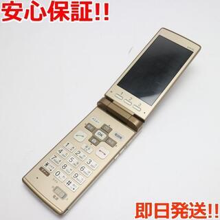 キョウセラ(京セラ)の美品 au KYF32 かんたんケータイ ゴールド (携帯電話本体)