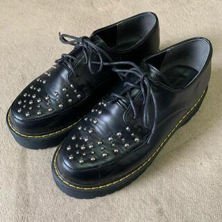 ウィゴー(WEGO)の【最終値下げ】WEGO  厚底スタッズローファー ブラック イエローステッチ(ローファー/革靴)