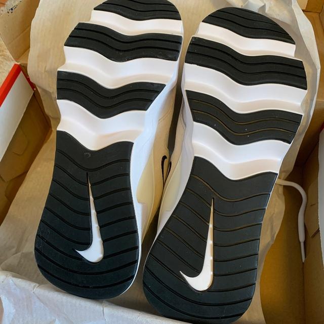 NIKE(ナイキ)のナイキ RYZ 365 ウィメンズシューズ レディースの靴/シューズ(スニーカー)の商品写真