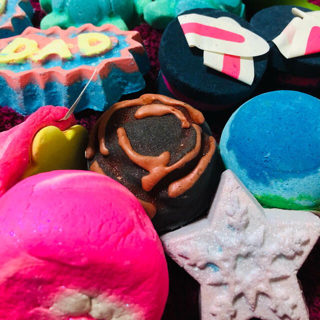 LUSH(ラッシュ)のナーガ様専用☆LUSHバブルバー&バスボム15コセット☆ コスメ/美容のボディケア(入浴剤/バスソルト)の商品写真