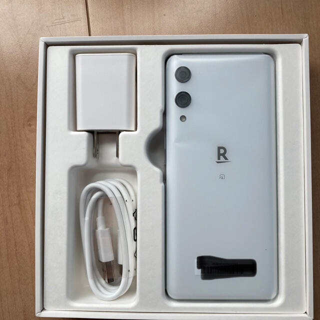 Rakuten hand スマホ/家電/カメラのスマートフォン/携帯電話(スマートフォン本体)の商品写真