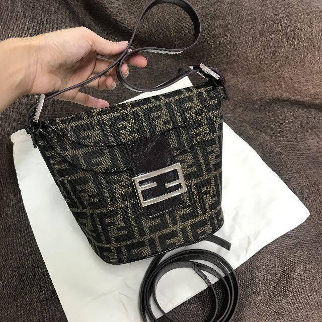 FENDI(フェンディ)のFENDI フェンディ ショルダーバッグ レディース 美品 レディースのバッグ(ショルダーバッグ)の商品写真