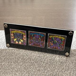 ビックリマンチョコ用・黒枠フレーム アクリル スクリューダウンスタンド 三枚用(カードサプライ/アクセサリ)