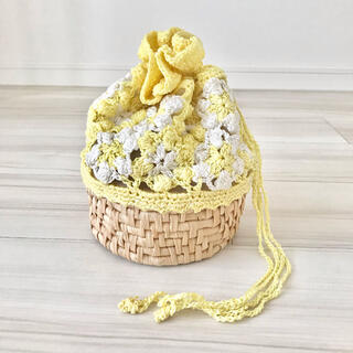 【新品未使用品】編み カゴバッグ 巾着バッグ パステルイエロー(かごバッグ/ストローバッグ)