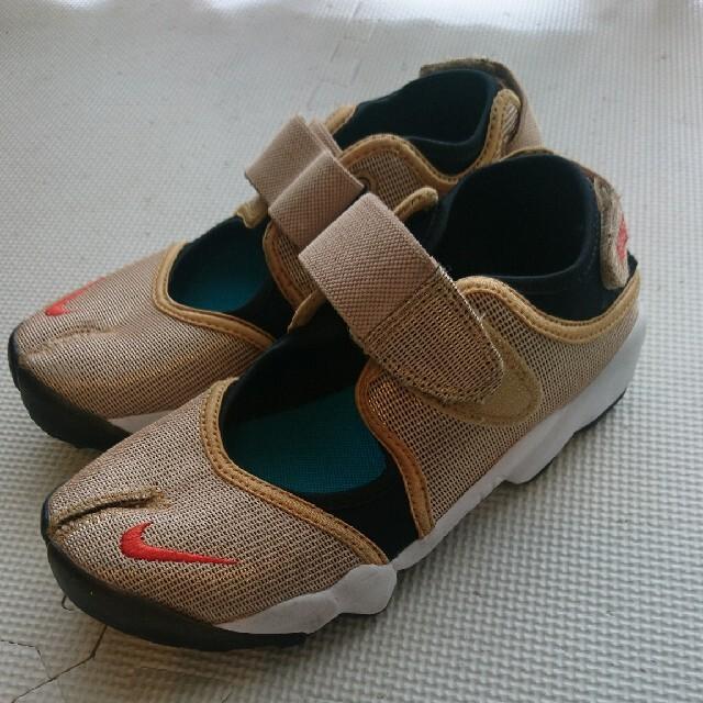 NIKE(ナイキ)の【美品】ナイキ エアリフト ゴールド 23㎝  レディースの靴/シューズ(スニーカー)の商品写真