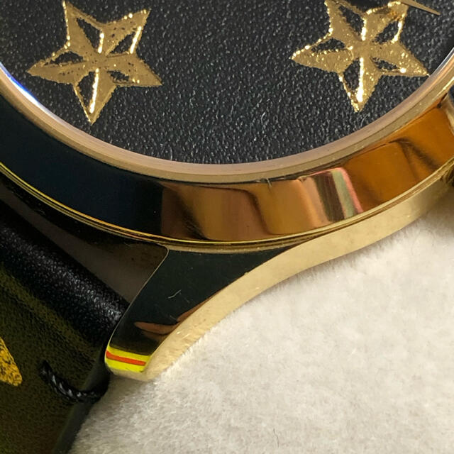 Gucci(グッチ)のGUCCI タイムレス 付属品付き ハチ時計 メンズの時計(腕時計(アナログ))の商品写真