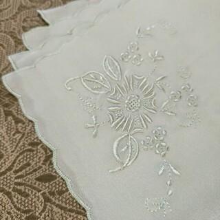 新品/美品    ヴィンテージ   ♡シルク 手刺繍 ハンカチ♡