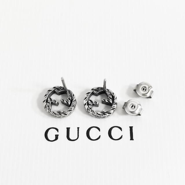 Gucci(グッチ)の正規品 グッチ ピアス シルバー 丸 GG ロゴ 銀 SV925 燻加工 ミニ3 レディースのアクセサリー(ピアス)の商品写真
