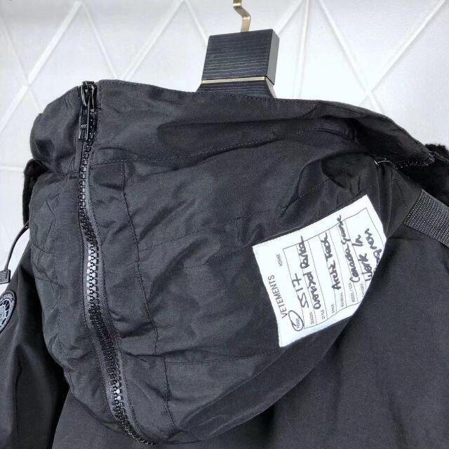 VETEMENTS ヴェトモン ロングダウンジャケット ブラック メンズのジャケット/アウター(ダウンジャケット)の商品写真