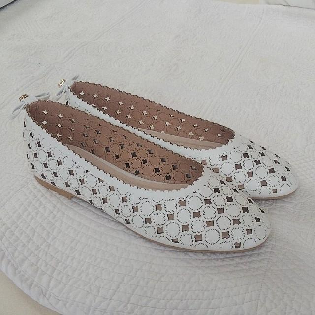 TOCCA(トッカ)のTOCCA フラットシューズ 35 22.5 靴 ホワイト レディースの靴/シューズ(バレエシューズ)の商品写真