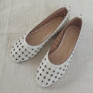 トッカ(TOCCA)のTOCCA フラットシューズ 35 22.5 靴 ホワイト(バレエシューズ)