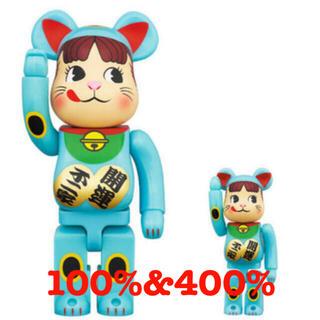 BE@RBRICK 招き猫 ペコちゃん 青蓄光 100% & 400%(フィギュア)