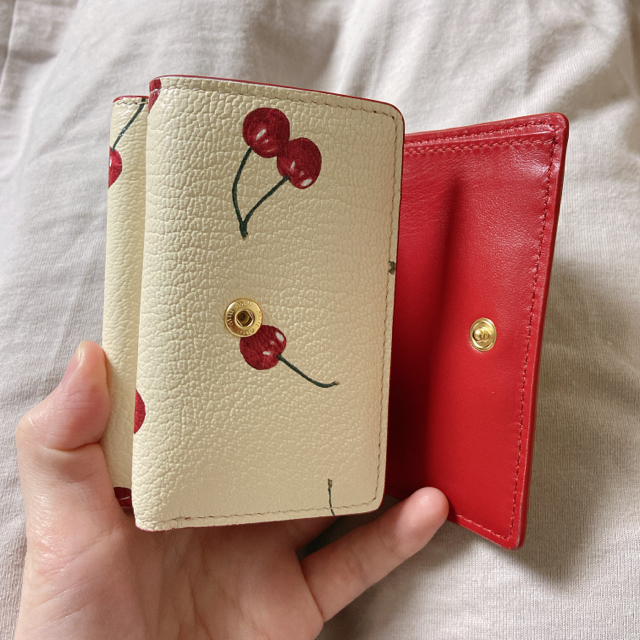 miumiu(ミュウミュウ)の新品未使用♡miumiu♡チェリーがま口財布♡アイボリー レディースのファッション小物(財布)の商品写真