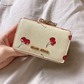 miumiu - 新品未使用♡miumiu♡チェリーがま口財布♡アイボリー