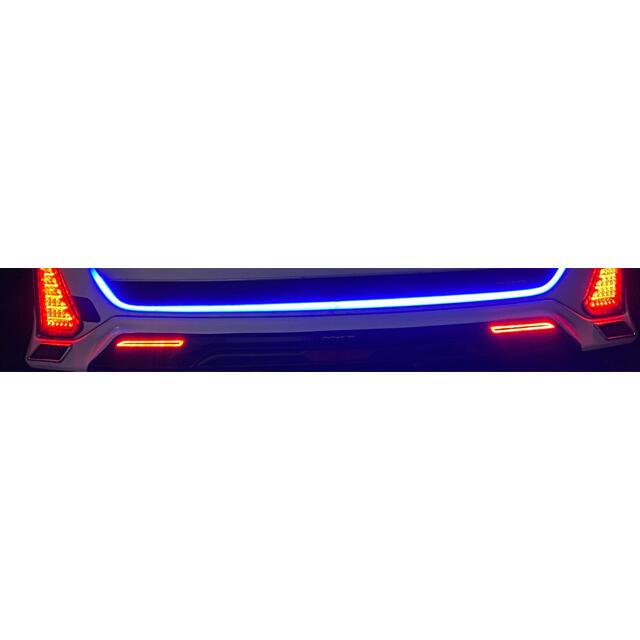 トヨタ(トヨタ)のTRD 80ノア、ヴォクシー(Si ZS)用リアスポイラーLEDリフレクター付き 自動車/バイクの自動車(車種別パーツ)の商品写真