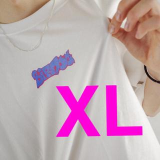 Birdog logoT BLUE_WHITE コムドット com.(Tシャツ/カットソー(半袖/袖なし))