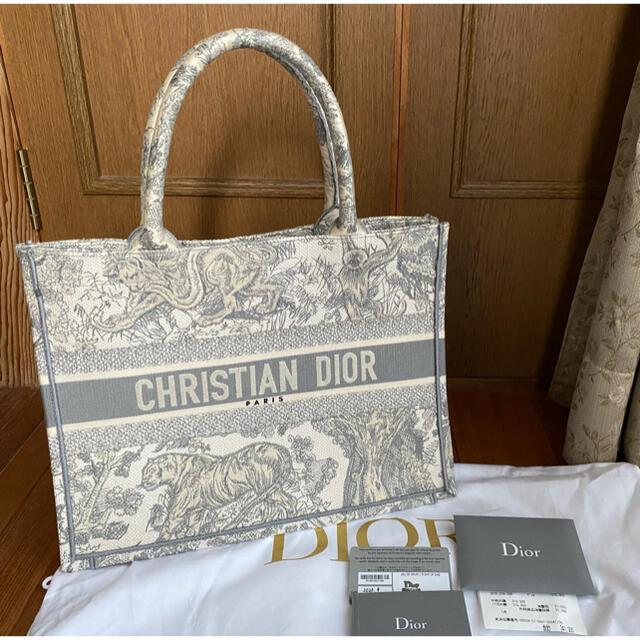 Dior(ディオール)のDior☆ディオール☆ブックトート スモール☆トワルドジュイ☆グレー レディースのバッグ(トートバッグ)の商品写真