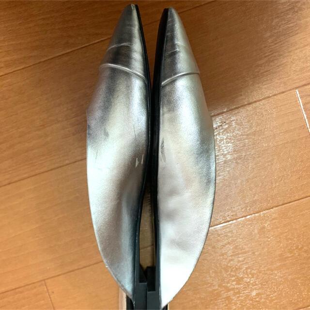 ZARA(ザラ)のZARAザラメタリックシルバーフラットシューズスリッパシューズ レディースの靴/シューズ(スリッポン/モカシン)の商品写真