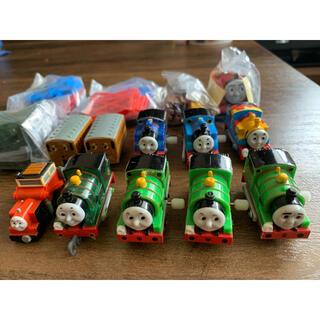 トミー(TOMMY)のカプセルプラレールトーマス+プルバックジェームス(電車のおもちゃ/車)