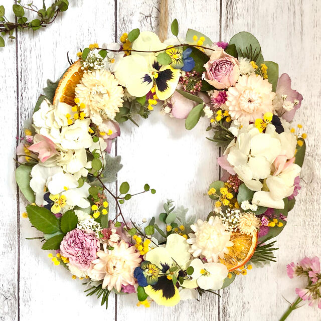 ❇︎❇︎ナチュラルリース❇︎❇︎No.146:ユーカリ❇︎薔薇❇︎ミモザ ハンドメイドのフラワー/ガーデン(リース)の商品写真