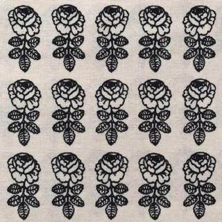 マリメッコ(marimekko)のマリメッコ pikkuruusu ピックルース 生地 はぎれ ブラック(生地/糸)
