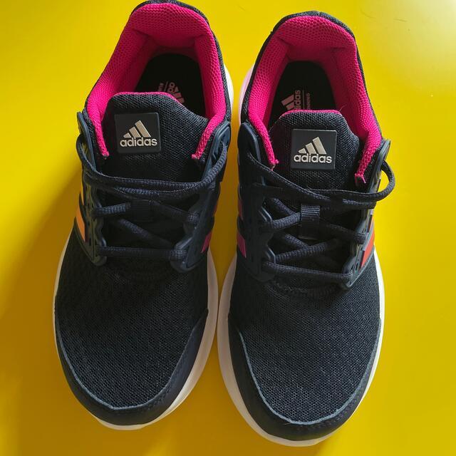 adidas(アディダス)のアディダス ランニングシューズ レディース 22.5cm レディースの靴/シューズ(スニーカー)の商品写真