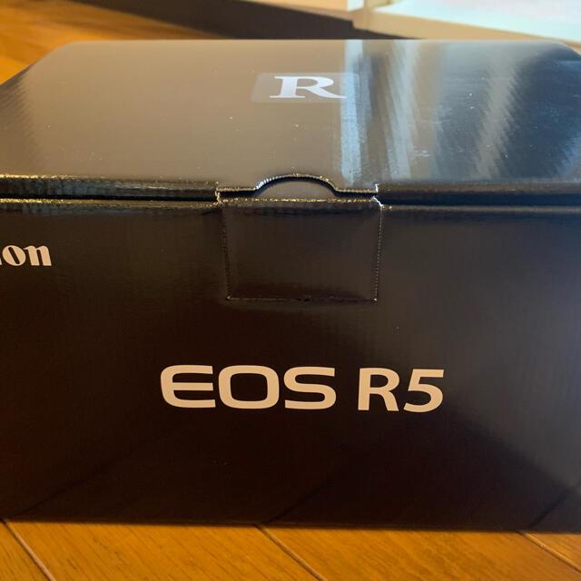 Canon(キヤノン)の新品未使用  EOS-R5    4月購入 スマホ/家電/カメラのカメラ(ミラーレス一眼)の商品写真