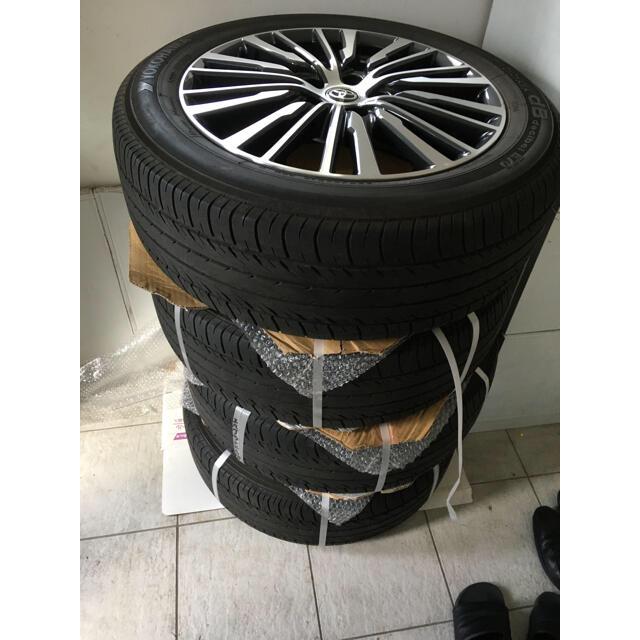 トヨタ(トヨタ)の18インチ エルグランド純正ホイールプラストヨタキャップ載せ替え 自動車/バイクの自動車(タイヤ・ホイールセット)の商品写真