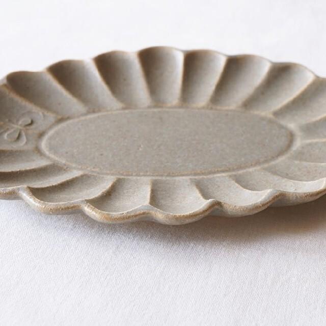 よしざわ窯♡蝶々のいる花楕円皿 平 中2客 インテリア/住まい/日用品のキッチン/食器(食器)の商品写真