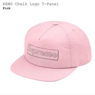 シュプリーム(Supreme)の【新品未使用】SUPREME KAWS Chalk Logo Cap(キャップ)