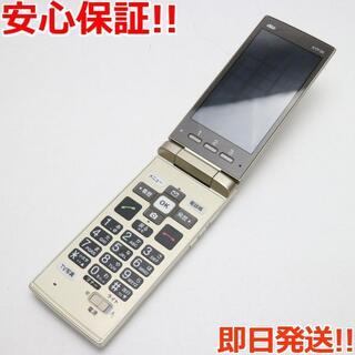 キョウセラ(京セラ)の 保証美品 au KYF36 かんたんケータイ ゴールド 白ロム(携帯電話本体)