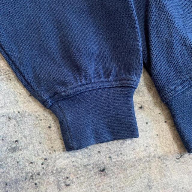 【トレンド】Vネック スウェット ロゴ刺繍 リブライン XL 古着 ヴィンテージ メンズのトップス(スウェット)の商品写真