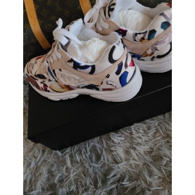 CHANEL(シャネル)の★美品★CHANEL 限定 スニーカー 37 レディースの靴/シューズ(スニーカー)の商品写真