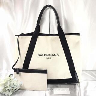 バレンシアガ(Balenciaga)のバレンシアガ ネイビーカバス Mサイズ キャンバス 白×黒(トートバッグ)